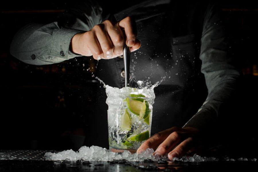 Có nhiều phương pháp pha chế cocktail