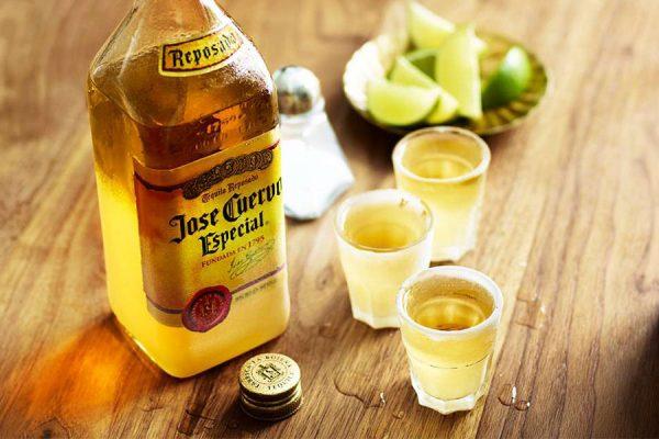 Rượu Tequila Jose Cuervo Gold
